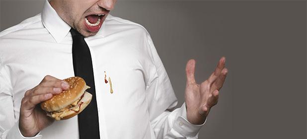 Figuraccia in ufficio: macchia sulla camicia