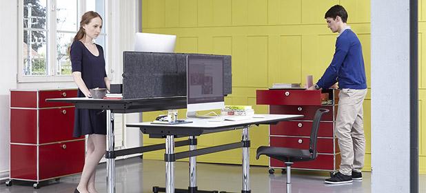 Lavorare in piedi in ufficio con le standing-desk
