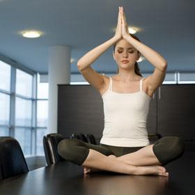 Allontanare l'energia negativa con la meditazione in ufficio