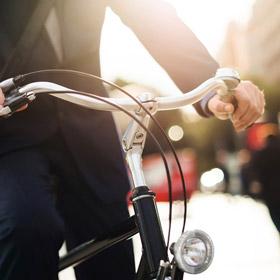 Al lavoro in bicicletta per essere più felici