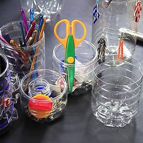 Riutilizzare la plastica per arredare l'ufficio