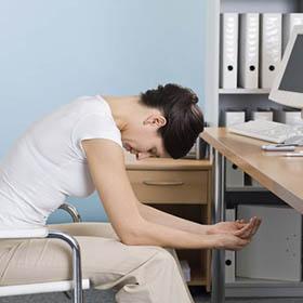 Stare seduti tutto il giorno in ufficio fa male!
